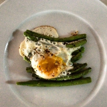 fried egg and green beans